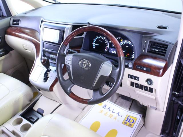 明るい色合いの内装です。茶木目のパネルと相まって車内全体がとても明るく暖かみが感じられます。