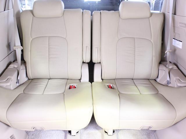 3列目シートも余裕のある空間で、長距離のドライブもストレスになりません。