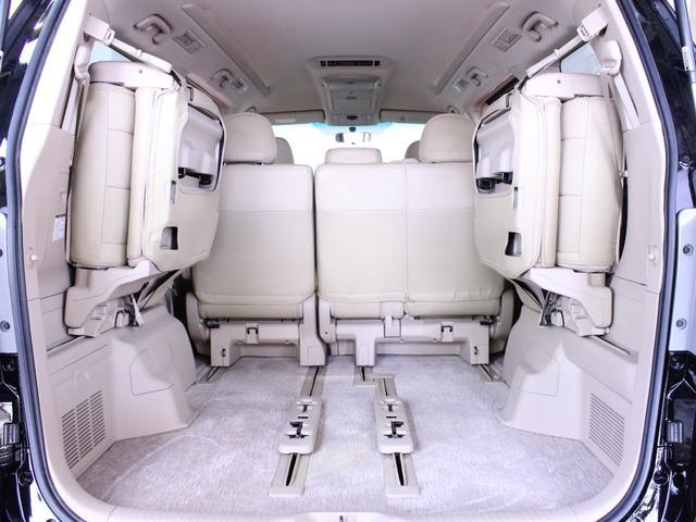 サードシートはワンタッチ操作で跳ね上がり収納できます。フレキシブルにシートが動かせ、ラゲージルームは様々なアレンジが可能です。