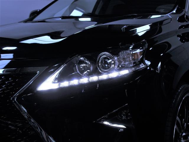 新品社外ヘッドライト、純正とは一味違う印象に変わりました。LEDで夜の表情はさらに輝きを増します。
