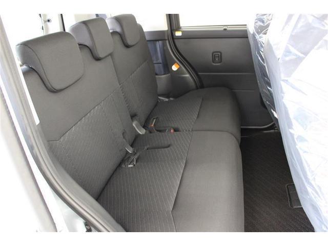 リヤシートは70度リクライニング可能。フロントシートを倒し、後席をリクライニングすれば、ゆったりくつろげるフルフラットモードが完成します。