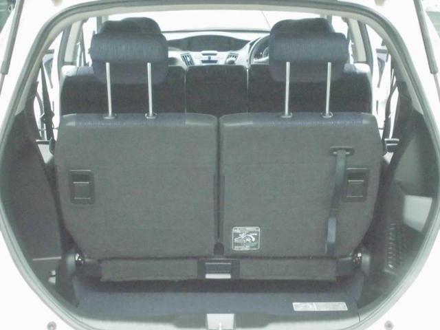 荷室はフラットになるので大きい荷物も積めます!!