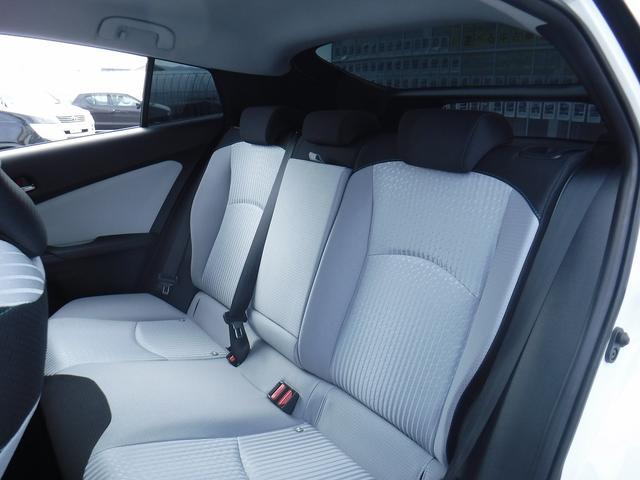 トヨタ プリウス Sセーフティプラス 4WD 衝突軽減装置 寒冷地仕様 禁煙車