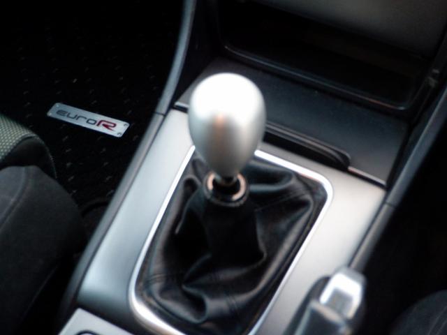 ユーロR 当社買取 社外エンケイアルミ 禁煙車 純正HDDナビ HIDライト フルエアロ 220馬力 キーレス 本革巻きステアリング ETC リアスポイラー 電動格納ウィンカーミラー 衝突安全ボディ UVガラス(5枚目)