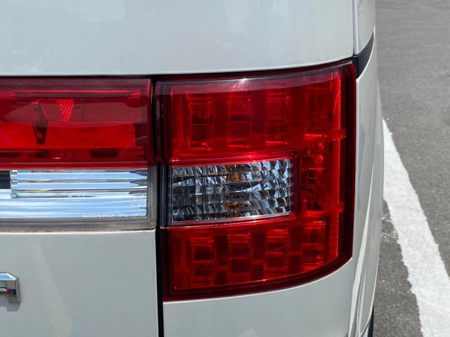 シャモニー 4WD -神奈川県仕入- 両側電動スライドドア 純正HDDナビ CD・DVD再生 ETC バックカメラ 運転席パワーシート フリップダウンモニター パドルシフト 純正18インチアルミ オートライト 禁煙車(57枚目)
