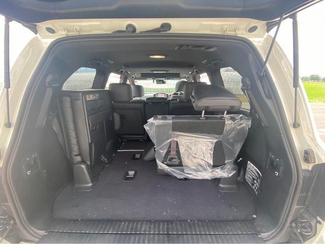 ZX G-フロンティア 4WD サンルーフ キルティング本革電動シート ベンチレーション 全方位カメラ クールBOX ETC2.0 パワーバックドア ブルーレイ BTオーディオ 純正9インチナビ セーフティセンスP 1オーナー 禁煙(67枚目)
