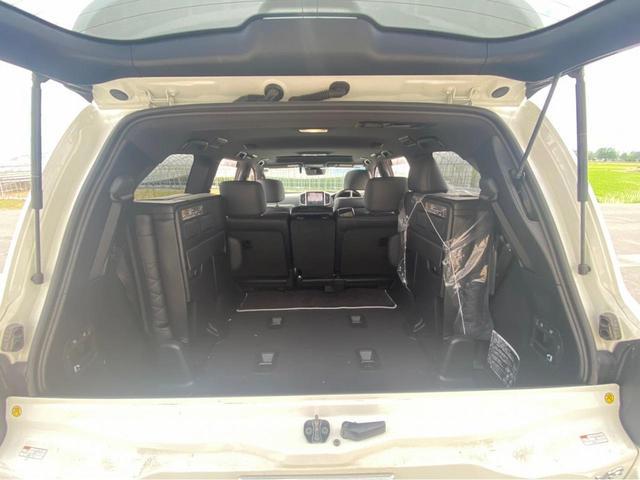 ZX G-フロンティア 4WD サンルーフ キルティング本革電動シート ベンチレーション 全方位カメラ クールBOX ETC2.0 パワーバックドア ブルーレイ BTオーディオ 純正9インチナビ セーフティセンスP 1オーナー 禁煙(69枚目)