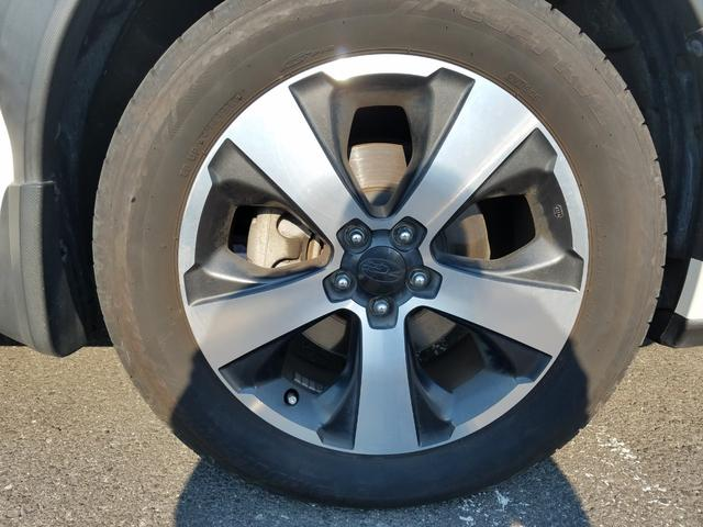 2.0i-L アイサイト 4WD 黒革シート シートヒーター 衝突軽減ブレーキ レーダークルーズ 車線逸脱警告 HIDライト SDナビ フルセグTV CD・DVD再生 Bluetooth接続 バックカメラ ETC スマートキー(17枚目)