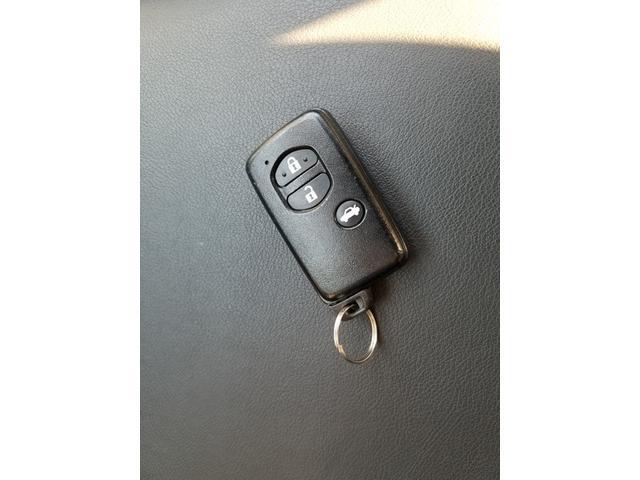 2.0i-L アイサイト 4WD 黒革シート シートヒーター 衝突軽減ブレーキ レーダークルーズ 車線逸脱警告 HIDライト SDナビ フルセグTV CD・DVD再生 Bluetooth接続 バックカメラ ETC スマートキー(22枚目)