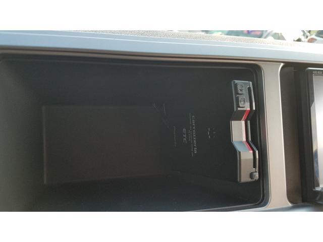 GL 4WD 10人乗り 左側電動スライドドア SDナビ CD・DVD再生 USB接続 ETC 電格ミラー デュアルエアコン オートライト(24枚目)