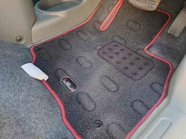 ビバーチェ 禁煙車 4WD 走行距離35000Km以下 CD再生 スマートキー シートヒーター 盗難防止装置 電格格納ミラー オートエアコン  衝突安全ボディー UVカットガラス プライバシーガラス(48枚目)