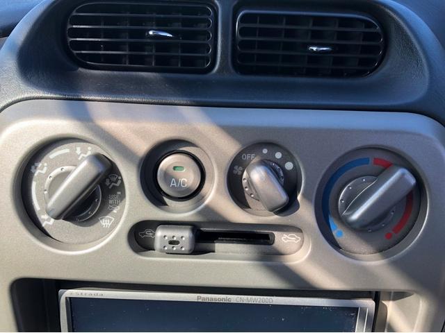 カスタムL 禁煙車 4WD ターボ 7インチナビ フルセグTV 15インチ純正アルミホイール CD・DVD再生 USB接続 ETC センターデフロック 前方録画ドライブレコーダー キーレス リアスポイラー(32枚目)