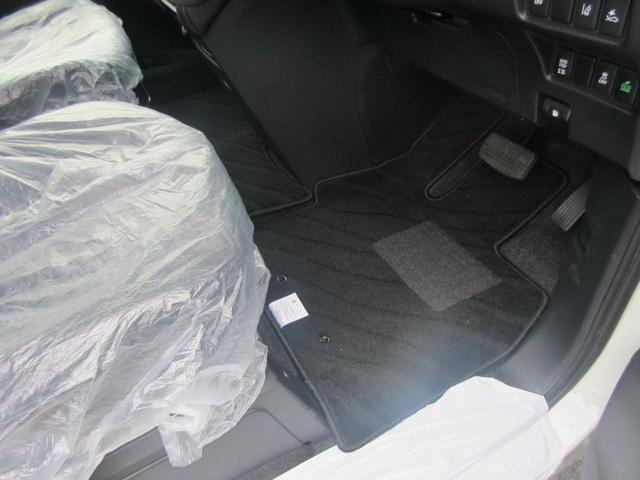 G パワーパッケージ 4WD 8人乗り 登録済未使用車(9枚目)