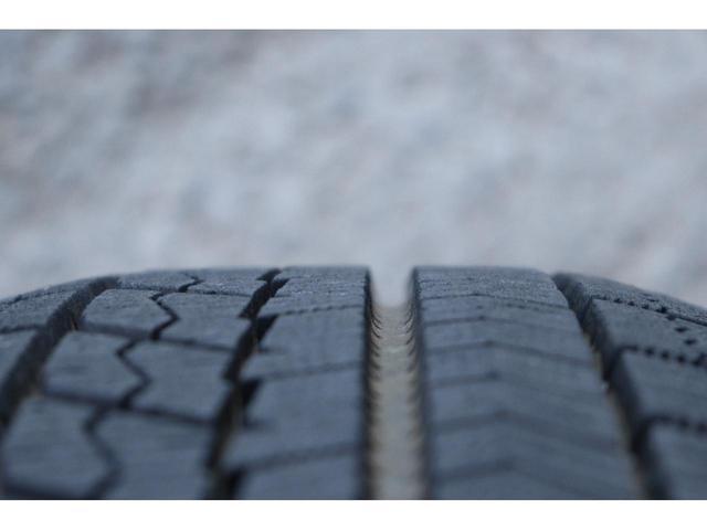 F スマートストップパッケージ 1年保証 CDデッキ AUX 電格ミラー 夏タイヤ 冬タイヤ車載 キーレスキー スペアキー 修復歴なし タイミングチェーンエンジン 車検R5年9月まで(29枚目)
