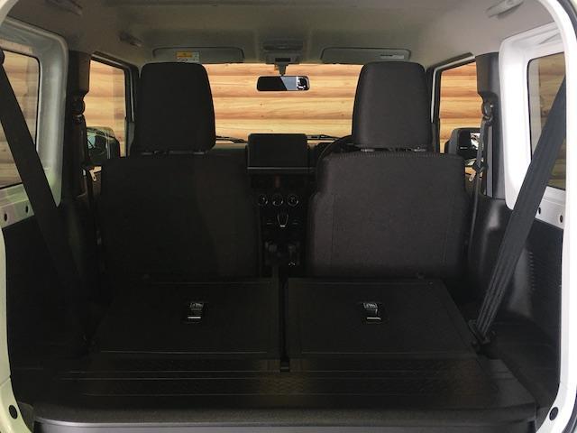 ★64型では、セカンドシートを収納した時に、荷室との段差がなくなり積載製が向上しております!