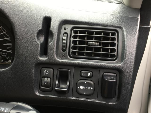 DXコンフォートパッケージ 4WD 2インチリフトアップ マキシス(新品タイヤ)ルーフラック レガリア製シートカバー 木目調ラゲージマット ハンドルカバー 純正ゴムマット ライトレベライザー キーレス 引き出しテーブル(10枚目)