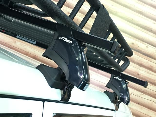 DXコンフォートパッケージ 4WD 2インチリフトアップ マキシス(新品タイヤ)ルーフラック レガリア製シートカバー 木目調ラゲージマット ハンドルカバー 純正ゴムマット ライトレベライザー キーレス 引き出しテーブル(27枚目)