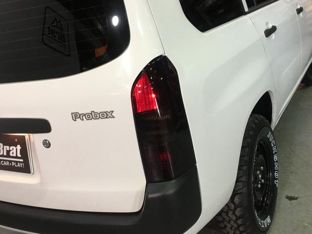DXコンフォートパッケージ 4WD 2インチリフトアップ マキシス(新品タイヤ)ルーフラック レガリア製シートカバー 木目調ラゲージマット ハンドルカバー 純正ゴムマット ライトレベライザー キーレス 引き出しテーブル(63枚目)