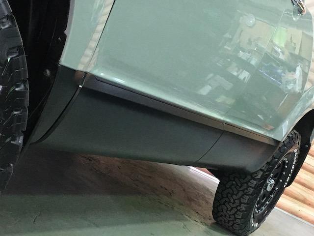 シャモニー NEWペイント/ツイードグレー 1.5インチリフトアップ BFグッドリッチKO2タイヤ新品 TT製16インチAW新品 腰下ラインX調・マッドブラックペイント 切替4WD 前席シートヒーター ETC(17枚目)