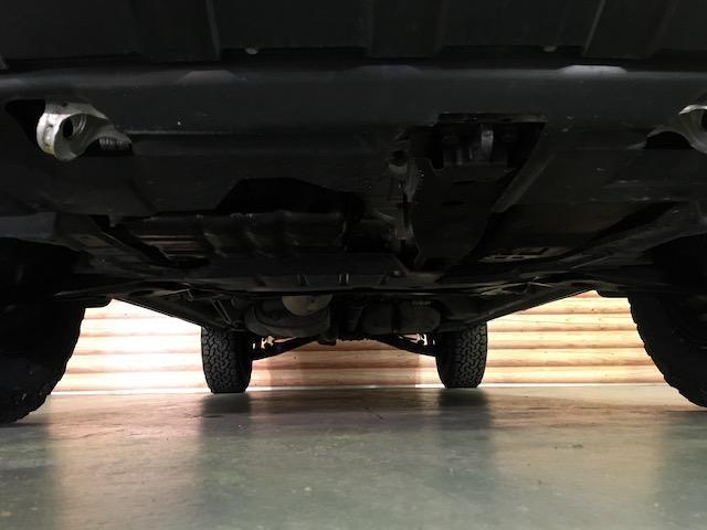 シャモニー NEWペイント/ツイードグレー 1.5インチリフトアップ BFグッドリッチKO2タイヤ新品 TT製16インチAW新品 腰下ラインX調・マッドブラックペイント 切替4WD 前席シートヒーター ETC(24枚目)