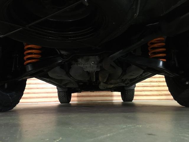 シャモニー NEWペイント/ツイードグレー 1.5インチリフトアップ BFグッドリッチKO2タイヤ新品 TT製16インチAW新品 腰下ラインX調・マッドブラックペイント 切替4WD 前席シートヒーター ETC(25枚目)