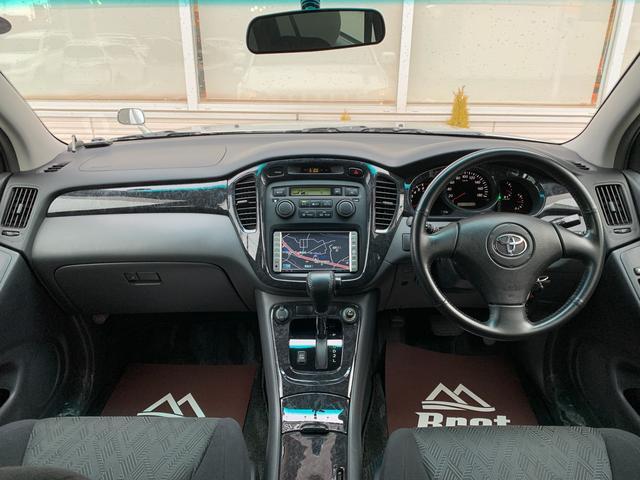 FOUR 4WD 5名乗 走行距離4.0万km 純正エンジンスターター 純正HDDナビ(CD、DVD、MD、FM/AM) 純正フロアマット ETC ルーフレール キーレス スペアキー 純正アルミホイール付き(4枚目)