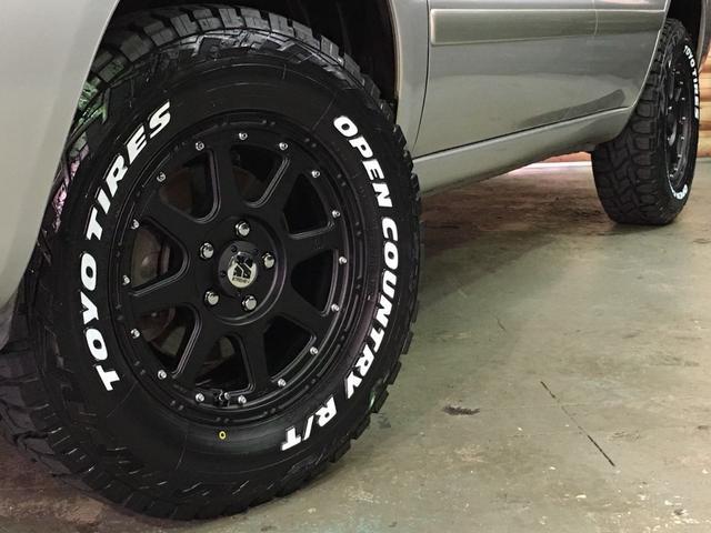 FOUR 4WD 5名乗 走行距離4.0万km 純正エンジンスターター 純正HDDナビ(CD、DVD、MD、FM/AM) 純正フロアマット ETC ルーフレール キーレス スペアキー 純正アルミホイール付き(21枚目)