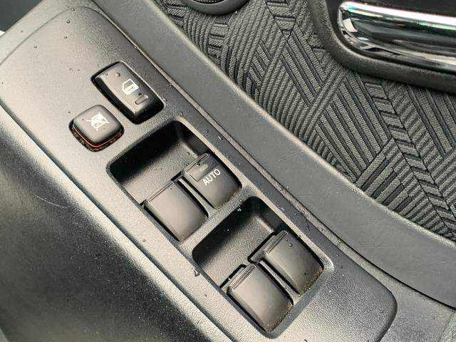 FOUR 4WD 5名乗 走行距離4.0万km 純正エンジンスターター 純正HDDナビ(CD、DVD、MD、FM/AM) 純正フロアマット ETC ルーフレール キーレス スペアキー 純正アルミホイール付き(27枚目)