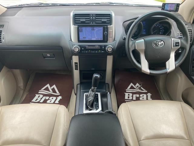 TX Lパッケージ マーテルギア製17インチAW レザーシート 前席パワーシート GPSレーダー 電動格納サードシート 前席シートヒーター  純正SDナビ Bカメラ Bluetooth接続 フルセグTV HIDライト(4枚目)