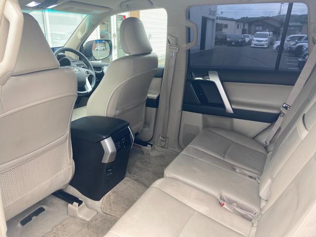 TX Lパッケージ マーテルギア製17インチAW レザーシート 前席パワーシート GPSレーダー 電動格納サードシート 前席シートヒーター  純正SDナビ Bカメラ Bluetooth接続 フルセグTV HIDライト(41枚目)