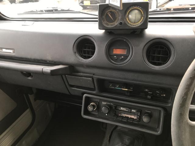 ベースグレード 4WD 5速マニュアル カセット 16AW(10枚目)