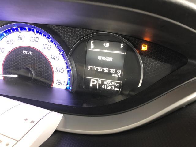 エンジン回転数等からリアルタイムで瞬間的な燃費を算出して表示してくれます。