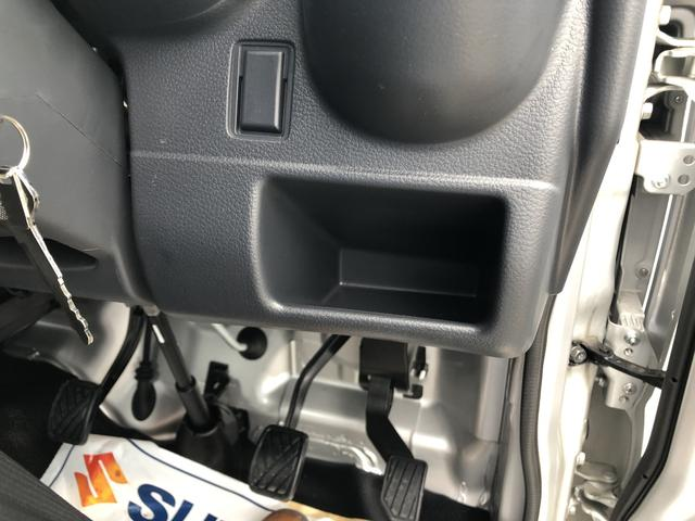 働く車なのでちょっとした小物入れや収納が充実しております。
