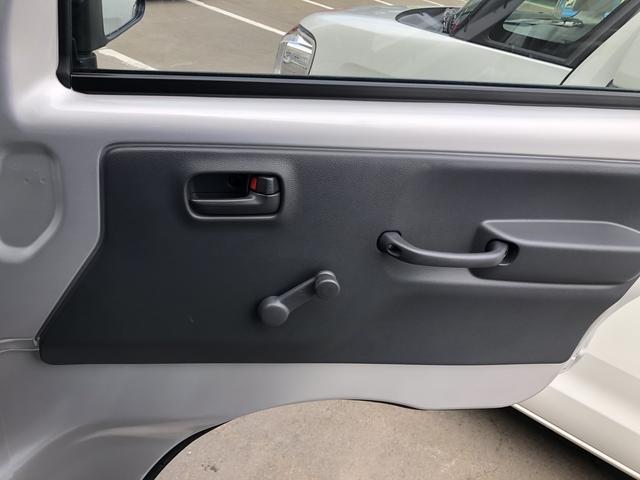 運転席側ドア内側です。