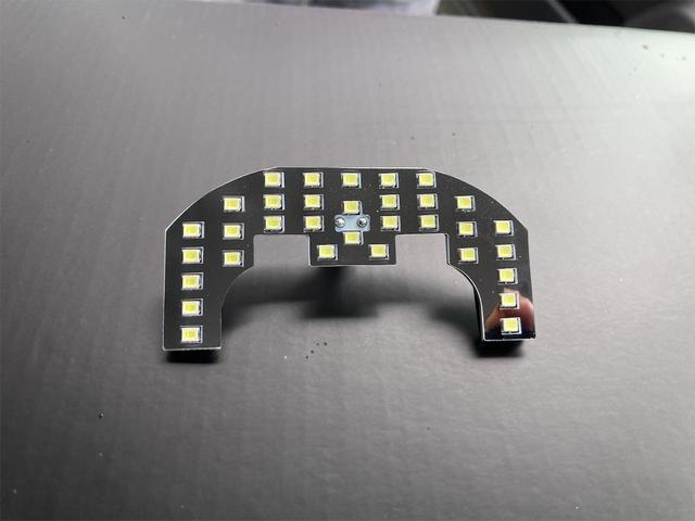 XL 4WD 7インチワイドスクリーンアンドロイド シートヒーター スマートキー 特注アーミーグリーン オフロードウインチバンパー 電動ウインチ リフトアップ オフロードルーフラック リアラダー 社外LED(28枚目)
