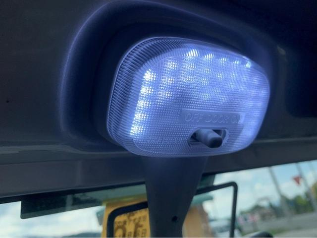 XL 4WD 7インチワイドスクリーンアンドロイド シートヒーター スマートキー 特注アーミーグリーン オフロードウインチバンパー 電動ウインチ リフトアップ オフロードルーフラック リアラダー 社外LED(36枚目)