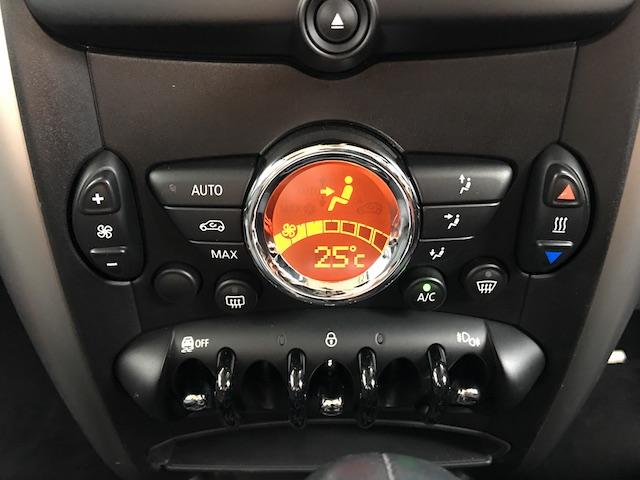 クーパー クロスオーバー オール4 4WD 禁煙車 純正オーディオ CD ドアバイザー フロアマット ETC 電動格納ミラー オートエアコン スマートキー プッシュエンジンスタート HID 純正16インチAW スタッドレス&ホイール付(16枚目)
