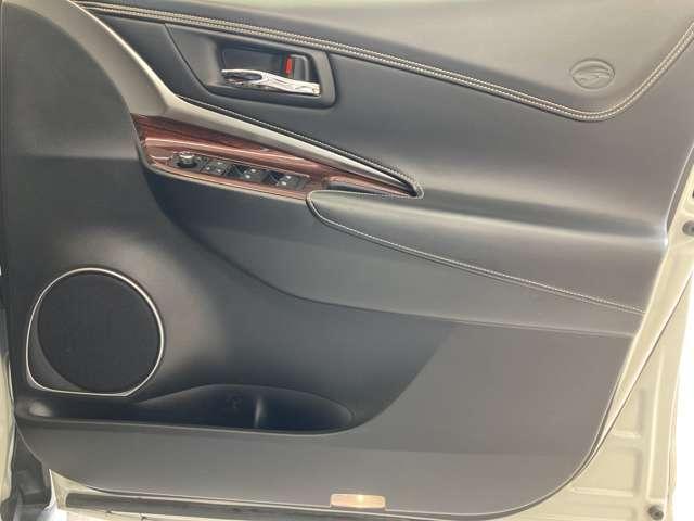 プレミアム 4WD ワンオーナー モデリスタフルエアロ モデリスタグリル 純正9インチSDナビ 禁煙車 純正18インチAW 運転席パワーシート クルコン LEDヘッドライト バックカメラ パワーバックドア(60枚目)