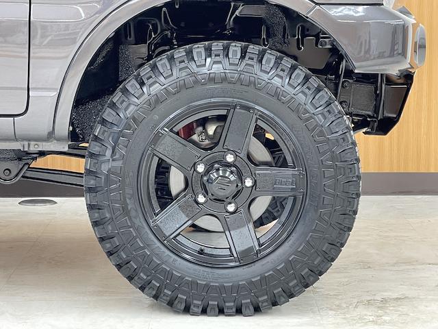 クロスアドベンチャーXC マニュアル車 2インチリフトアップ Bratオリジナル17インチアルミ&リアウィング 新品マキシス6.50R16 フジツボマフラー メッシュグリル LEDテール 各所セミグロスブラックペイント(8枚目)