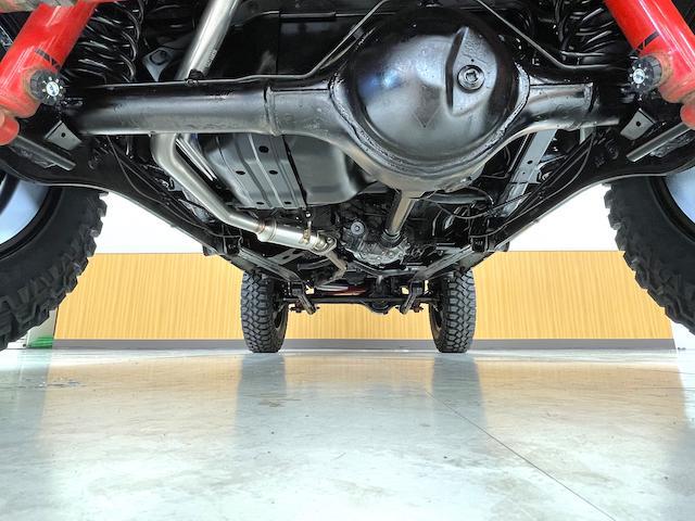 クロスアドベンチャーXC マニュアル車 2インチリフトアップ Bratオリジナル17インチアルミ&リアウィング 新品マキシス6.50R16 フジツボマフラー メッシュグリル LEDテール 各所セミグロスブラックペイント(14枚目)