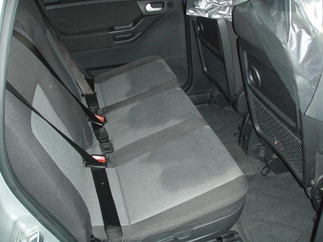リヤシート清掃の跡乾くとキレイになります、