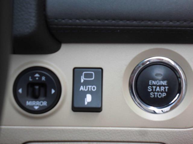 ETC車載器は運転席側に専用格納スペースに収納。