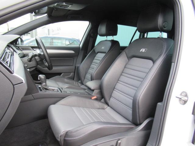 運転席/助手席です。安全装備をオプションで追加するのは日本的発想。フォルクスワーゲン車はサイドエアバッグを全車標準で装備しております。