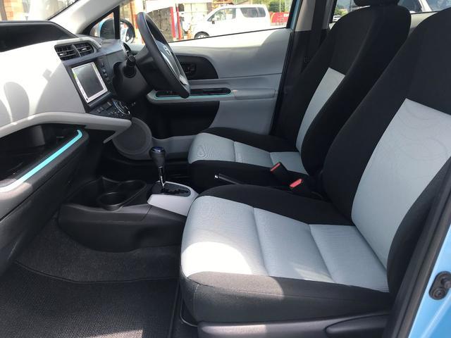 シートはホールド感もよく、快適なフロントシートです。長時間の運転もサポートしてくれます。
