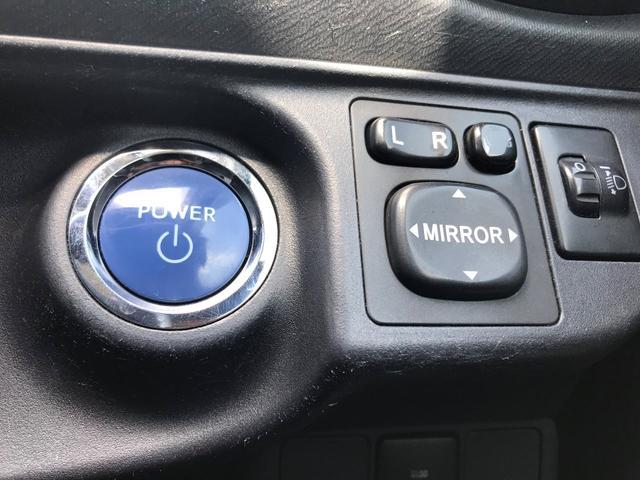 プッシュスタート、エンジンの始動はブレーキを踏みながらこのボタンを押すだけで始動します。