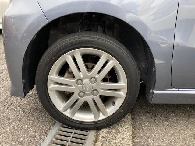 カスタムRS 禁煙車 4WD インタークーラーターボ CD AUX HIDヘッドライト スマートキー オートエアコン AW15インチ 盗難防止システム フルフラット(21枚目)