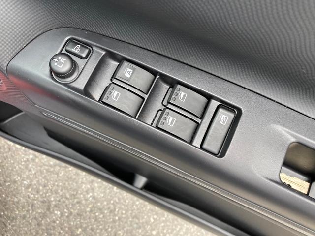 カスタムRS 禁煙車 4WD インタークーラーターボ CD AUX HIDヘッドライト スマートキー オートエアコン AW15インチ 盗難防止システム フルフラット(33枚目)