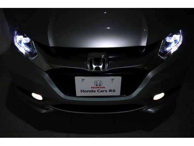 【LEDヘッドライト】 ロービームに、プロジェクタータイプの2灯LEDヘッドライトを採用しています。照射軸の上下方向を自動調整するオートレベリング機構、オートライト機構付きです!
