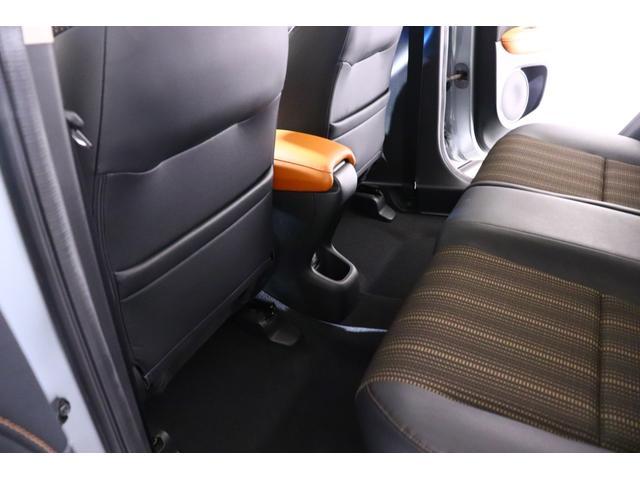 【リアシート】 「身長185cmの人でも、ゆったり座れる」ことを基準に設計されたリアシートです。膝まわりをミニバン並みの広さとするとともに、座面の奥行きも十分なゆとりを確保しています。