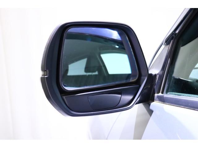 【死角を見えやすく】 助手席側ドアミラーの下部に、目視しにくい車両左側面を映す、リズムミラーを内蔵。後退時などでの安心感を高めます!